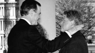 George HW Bush (L) greets President-elect Bill Clinton (R) upon his arrival 20 January, 1993 to the White House in Washington