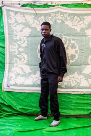 عمر علي، 20 عاما، من السودان وقضى شهرا في ليبيا وكان يريد الذهاب إلى فرنسا.