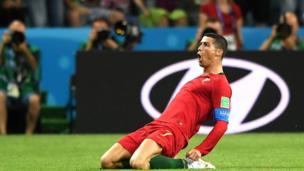 Ronaldo ăn mừng.