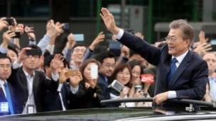 Le nouveau président de la Corée du Sud, Moon Jae-in, a juré de faire face à l'économie et de travailler à raffermir les relations avec le Nord.