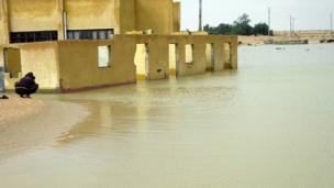 آثار السيول في مدينة العريش بشمال سيناء