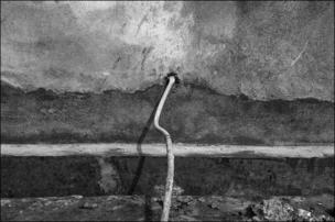 হোস পাইপের মাধ্যমে বিশুদ্ধ পানি সরবরাহ