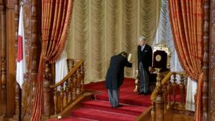 The Emperor hands over his speech document to the Speaker of the Lower House after delivering a speech during the opening ceremony of the 191st extraordinary Diet session in Tokyo, 1 August 2016.