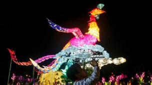 马来西亚华人迎新年自然少不了彩灯