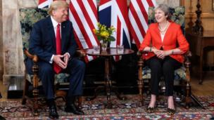 Donald Trump en visite en Grande Bretagne. Le président américain a vanté les relations spéciales entre les deux pays et dit soutenir les décisions du gouvernement britannique sur le Brexit. Entre temps, plusieurs manifestations pro et anti-Trump ont lieu à Londres.