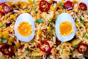 Huevo y curry.