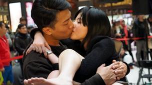 微風台北車站照慣例舉行Non-stop不停接吻比賽參賽者
