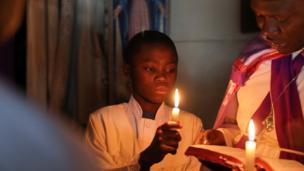 فتى يصلي