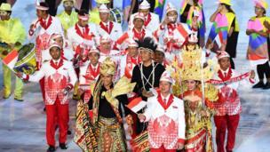 L'Indonésie a opté pour des tenues plus royales.