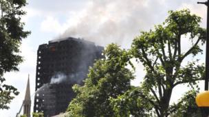 La Grenfell tour, un immeuble de plus de 20 étages qui a pris feu dans la nuit du mardi à mercredi.