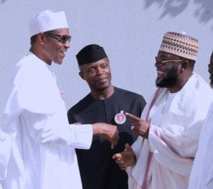 Shugaban Najeriya Muhammadu Buhari tare da Shugaban kungiyar Jama'atu Izalatu Bidi'a Wa'iqamati Sunna (JIBWIS), Sheikh Abdullahi Bala-Lau, a fadarsa da ke Abuja ranar Juma'a