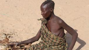 Anna Emaret anasema amekuwa akigawana chakula na mifugo wake, lakini chakula kilipoisha, wakafa.