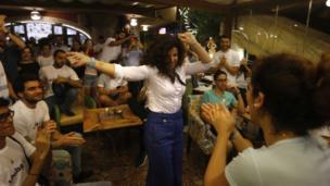 جمانة حداد ترقص بين أنصارها