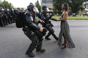 Les internautes et les médias se sont offusqués de la ressemblance entre la publicité de Pepsi et cette scène d'une manifestation dans le Sud des Etats-Unis.