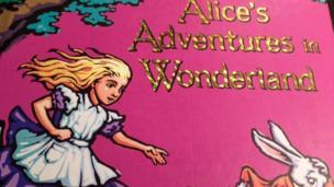 Sách trẻ em 'Alice trong xứ sở thần tiên' cũng từng bị cấm