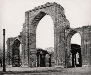 Delhi, The Great Arch and the Iron Pillar at the Qutub Minar, c.1860 Courtesy MAP / Tasveer