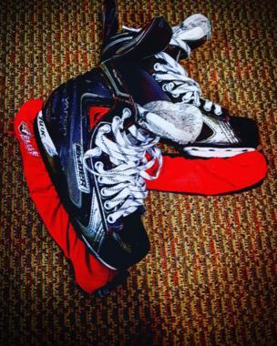 Un par de patines para el hielo
