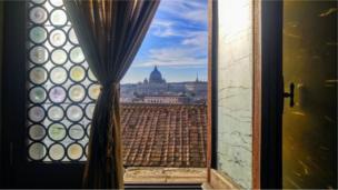 صورة للفاتيكان من نافذة