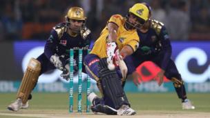پشاور کی جانب سے لیئم ڈاسن نے شاندار بلے بازی کی اور 62 رنز بنائے۔