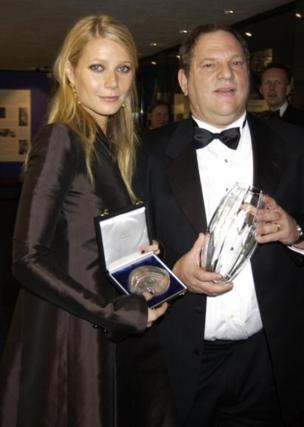 Gwyneth Paltrow posa con Harvey Weinstein en 2002