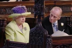 विवाह समारोहमा बेहुलाकी हजुरामा महारानी एलिजाबेथ तथा हजुरबुवा ड्युक अफ एडिन्बरा पनि उपस्थित थिए।