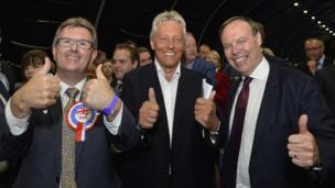 DUP MP Sir Jeffrey Donaldson, former leader Peter Robinson and deputy leader Nigel Dodds give the thumbs up