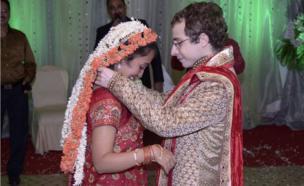 Pareja el día de su boda en India.