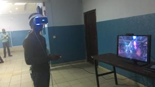 A guy wey dey play virtual reality game
