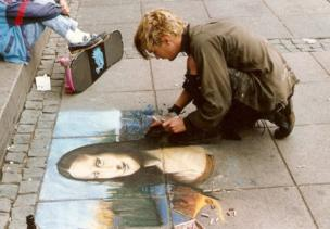 A street artist paints the Mona Lisa