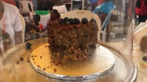 Cake dey for inside cake