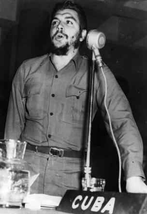 Ernesto Guevara da un discurso
