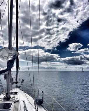 Под парусом на Балтийском море проводит каникулы @elenkonstantinova.