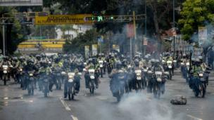 Riot police try to prevent anti-government demonstrators from gathering in Caracas on June 29, 2017