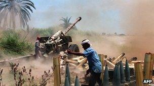 Southern Yemeni rebel fighters