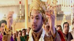 23 வயது மணமகன் ராஜீவ் ரெட்டி ஹைதராபாத்தைச் சேர்ந்த தொழிலதிபர் ஒருவரின் வாரிசு