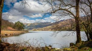 Llyn Gwynant in Snowdonia in the sunshine