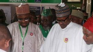 Shugaban Najeriya Muhammadu Buhari tare da Shugaban hukumar bunkasa fasahar zamani, Sheikh Isa Pantami, yayin bikin bude wani taro kan fasahar zamani a Abuja ranar Talata.