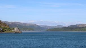 Looking up the Mawddach estuary, Gwynedd from the railway bridge. By Nigel Piggott.