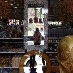 Desde Colombia nos llegó esta foto de un mercado de artesanías en el municipio de Raquira Boyaca. Gracias Mery Romero Penna