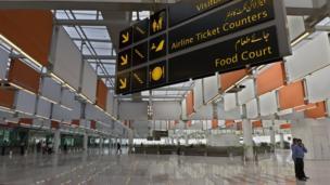 پاکستان میں ہوابازی کے نگراں ادارے سول ایوی ایشن اتھارٹی (سی اے اے) نے اسلام آباد کے نئے بین الاقوامی ہوائی اڈے کے کمرشل آپریشن کے آغاز کی نئی تاریخ دی، پہلے یہ ہوائی اڈہ جمعہ 20 اپریل کو کھلنا تھا مگر اب نئی تاریخ کے مطابق تین مئی کو یہاں سے کمرشل پروازوں کا آغاز ہو گا۔