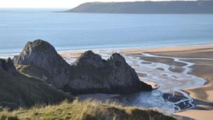 A chilly morning at Three Cliffs Bay, Gower,