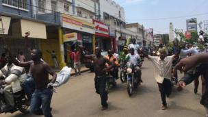 People wey remove shirt and odas wey drive motorcycle for streets of Kisumu as dem hear di September 1 Supreme court wey cancel di August 8 presidential election.
