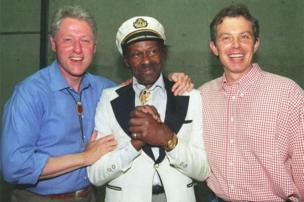 Then US President Bill Clinton (L) and British Prime Minister Tony Blair (R) pose for photographers with blues guitar legend Chuck Berry on 22 June, 1997