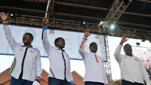 Kampeni za mwisho akiwa na mgombea mwenza wa Kalonzo Musyoka(kushoto), na wanachama wa NASA Musalia Mudavadi (Kulia mwisho) na Moses Wetangula(kushoto mwisho)