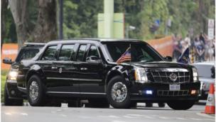 موكب الرئيس الأمريكي متجهاً إلى فندق كابيلا على جزيرة سنتوسا في سنغافورة