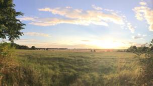 Glorious sunrise in Holwell, near Burford.