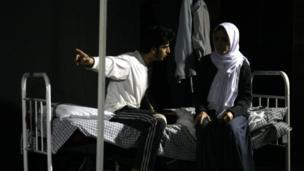صحنه هایی از نمایش تئاتر من روانی نیستم در هرات