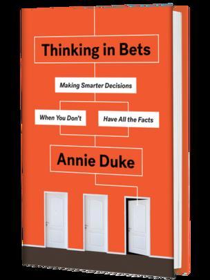 """Portada del libro """"Thinking in bets: making smarter decisions when you don't have all the facts"""" (Pensando en apuestas: tomar decisiones inteligentes cuando no tienes todos los datos)."""