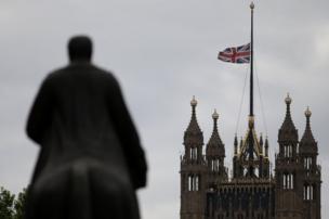 英国下半旗致哀