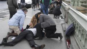 Vestminster koʻprigida avtomobil trotuar ustida haydalgan, oqibatda bir necha odam yaralangan.